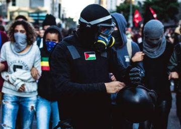 Black bloc: a tática fugidia que desnorteia e assusta São Paulo.