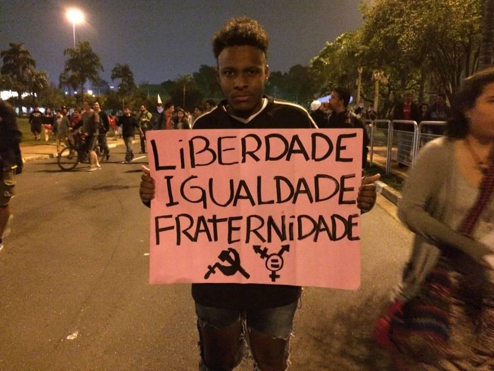 Murilo, de 17 anos, em protesto anti-Temer