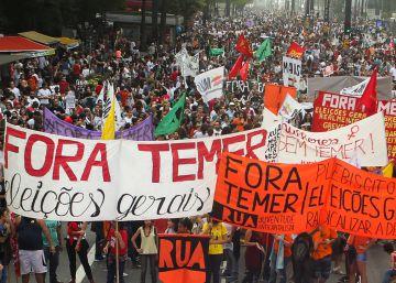 """Milhares voltam a ocupar as ruas de São Paulo pelo """"Fora, Temer"""" e PM detém três pessoas"""