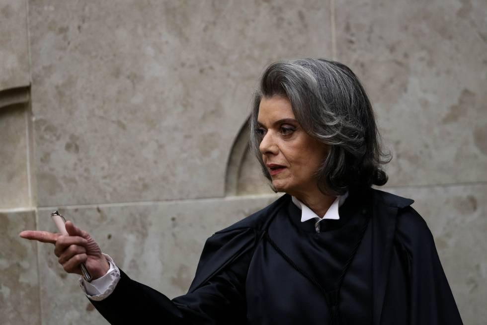 Cármen Lúcia assume chefia do STF em posse marcada por discurso anticorrupção