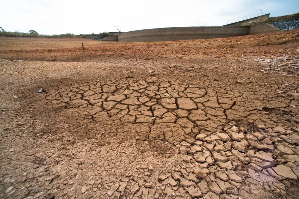 Parte seca da barragem de Santa Maria. Reserva chegou aos 48% de sua capacidade.