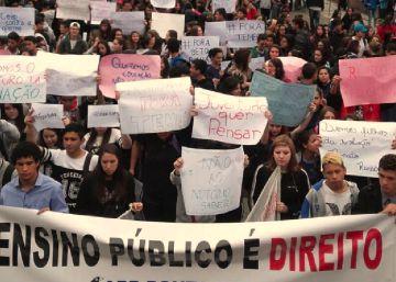 Secundaristas no Paraná ocupam 300 escolas contra reforma da gestão Temer