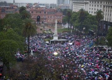Argentinos se mobilizam contra os feminicídios no país