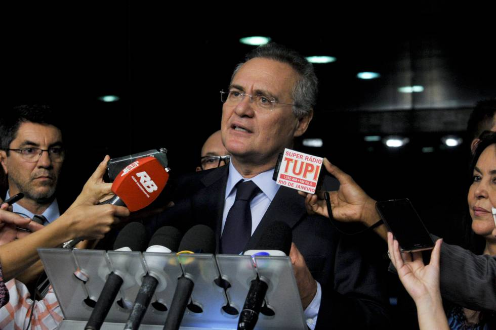 Senador Renan Calheiros (PMDB-AL) concede entrevista no Senado Federal