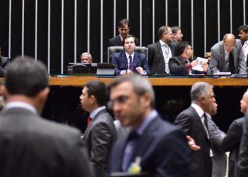 Câmara aprova PEC do teto de gastos, que agora segue para mais dois 'rounds' de votação no Senado