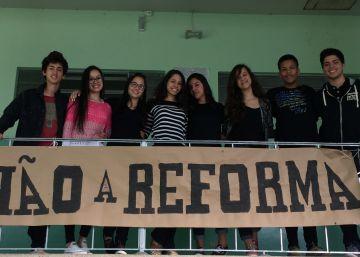 """Ana Júlia, a estudante que discursou na Assembleia: """"PEC 241 é uma afronta"""""""