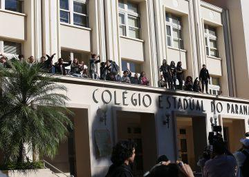 Secundaristas são pressionados, mas ocupações resistem nas escolas do Paraná
