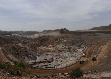 Preconceito e espera no lento recomeço de uma região dependente da mineração