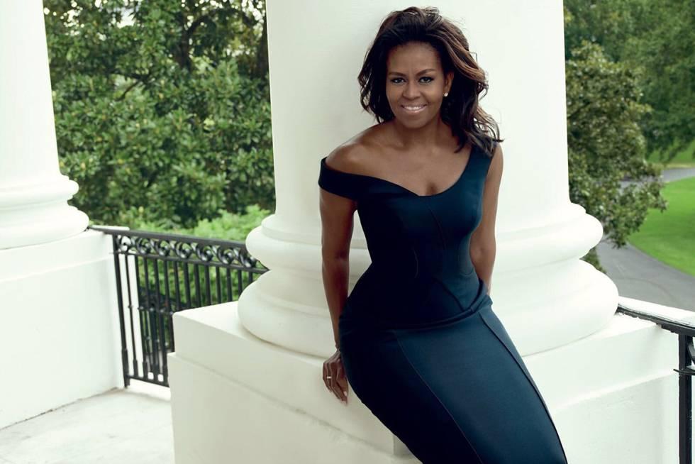 Michelle Obama em um vestido Atelier Versace para a reportagem.