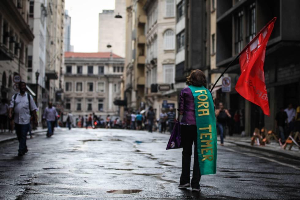Manifestante em ato contra o Governo Temer na última sexta, em São Paulo.