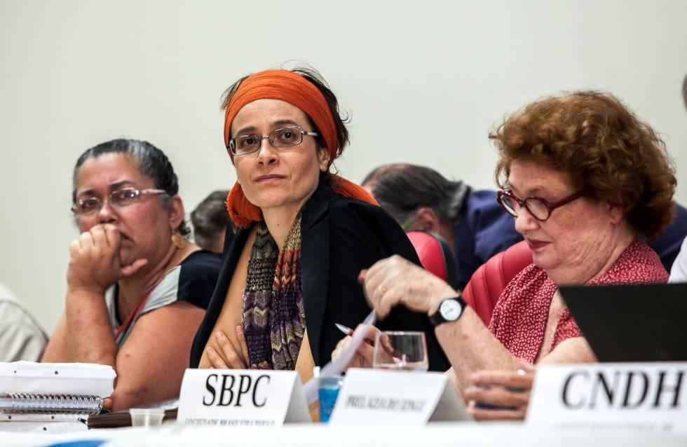 A procuradora Thais Santi, entre a presidente do IBAMA, Suely Araújo, e a antropóloga Manuela Carneiro da Cunha, da SBPC.