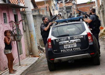 Moradores da Cidade de Deus se revoltam contra o pé na porta da polícia