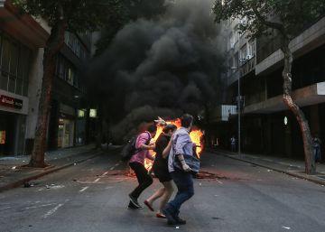 Servidores declaram guerra ao pacote de austeridade e centro do Rio vive caos