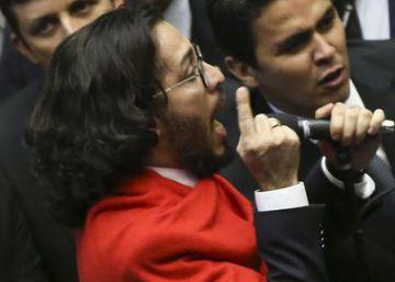 Relator do Conselho de Ética pede suspensão de Jean Wyllys por cuspir em Bolsonaro