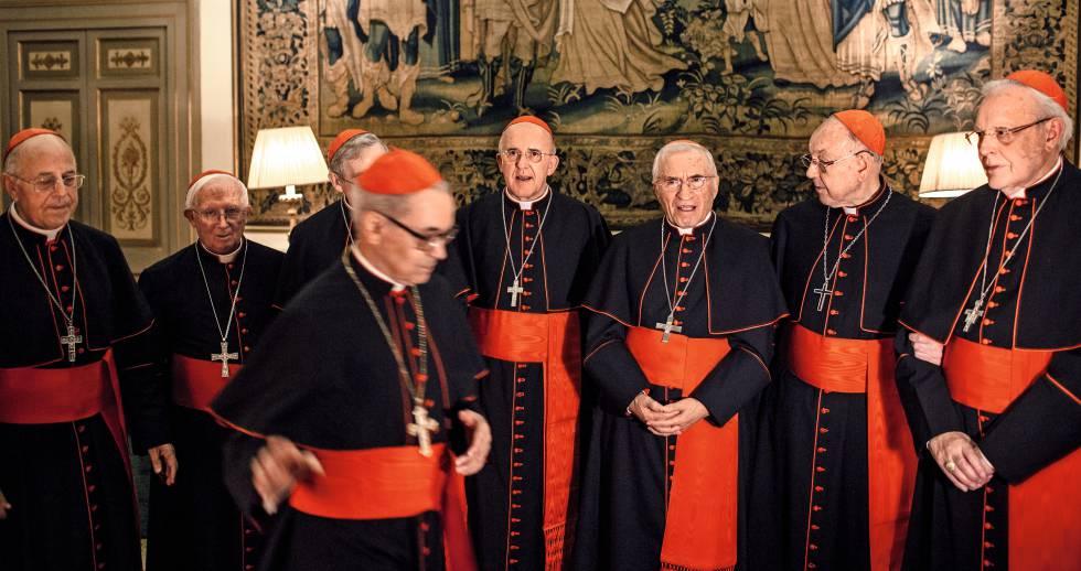 Bispos reunidos no Vaticano.