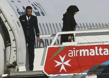 Sequestradores de avião líbio libertam passageiros e se rendem