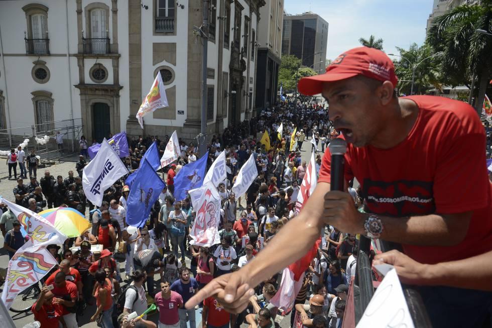 Sindicalistas protestam no RJ.