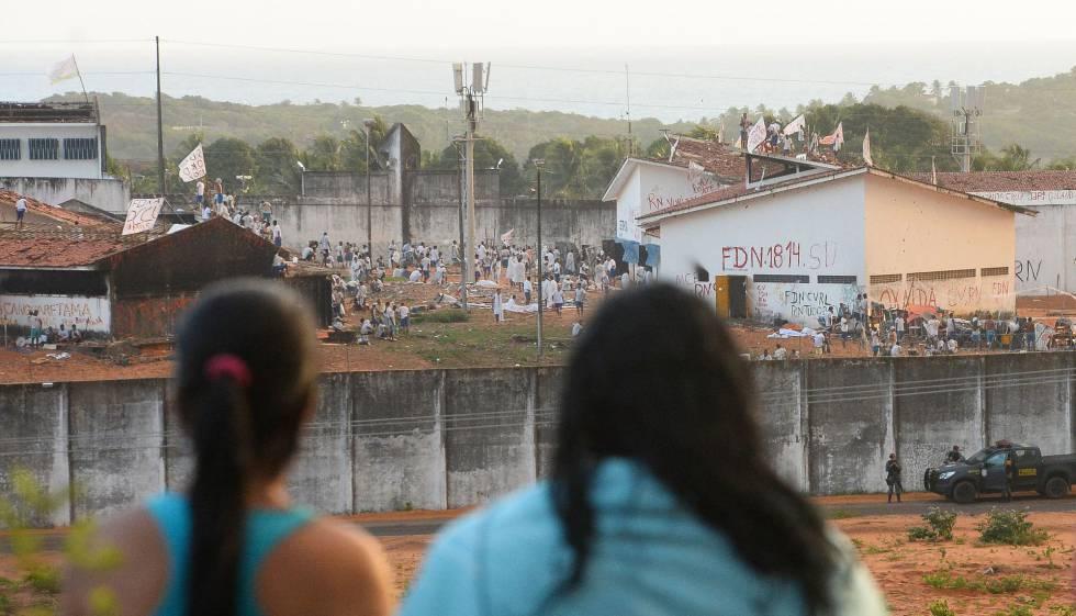 Parentes dos detidos em Alcaçuz, no dia 18.
