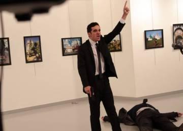 Resultado de imagem para World Press Photo premia foto do assinato do embaixador turco