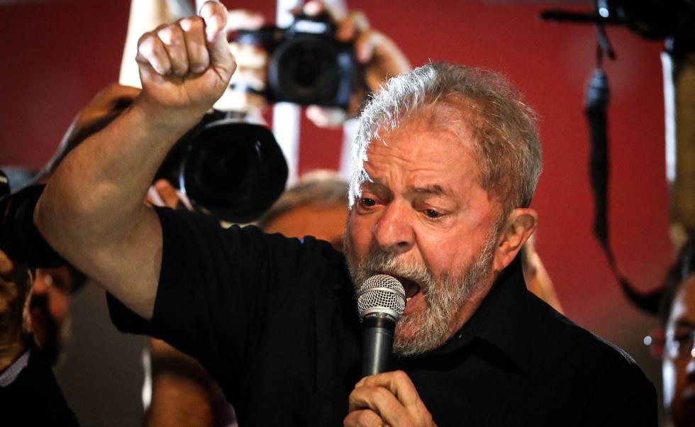 Lula em discurso na Paulista.