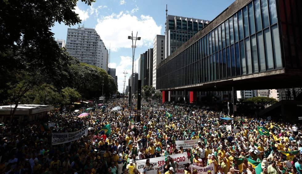 Ato dos movimentos pró-impeachment de Dilma, em dezembro na Paulista.