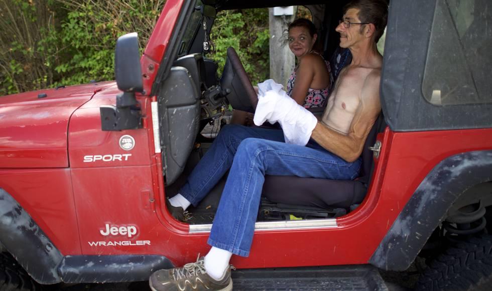 Tabitha Palmer, 45, e Anthony Palmer, 59, exemplos de eleitores brancos de Trump em Johnstown, Pensilvânia.