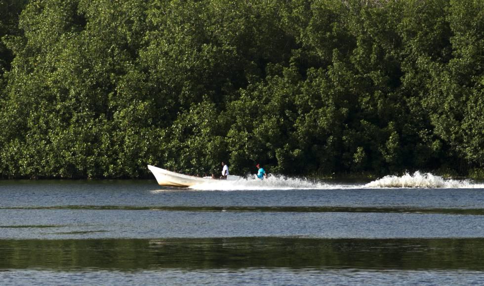 Barcos em Barra de San José, Mazatán, Chiapas.