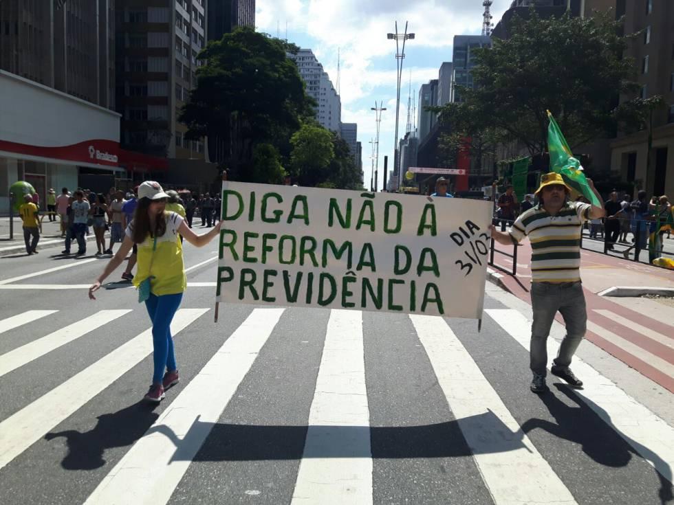 Protesto tímido contra a Reforma da Previdência, em São Paulo