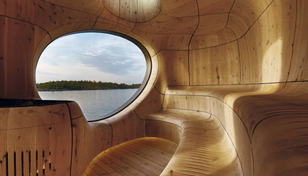 Sauna Grotto. O estúdio Partisans trabalhou com uma técnica japonesa – Shou Sugi Ban – que corrói a madeira dando-lhe uma aparência escultural. Como uma caverna escavada, esta sauna de Toronto (Canadá) está formada por painéis de cedro encaixados.