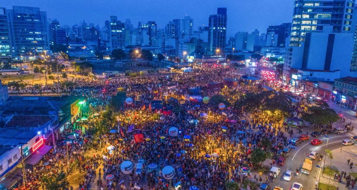 Visão do protesto em São Paulo, no Largo da Batata.