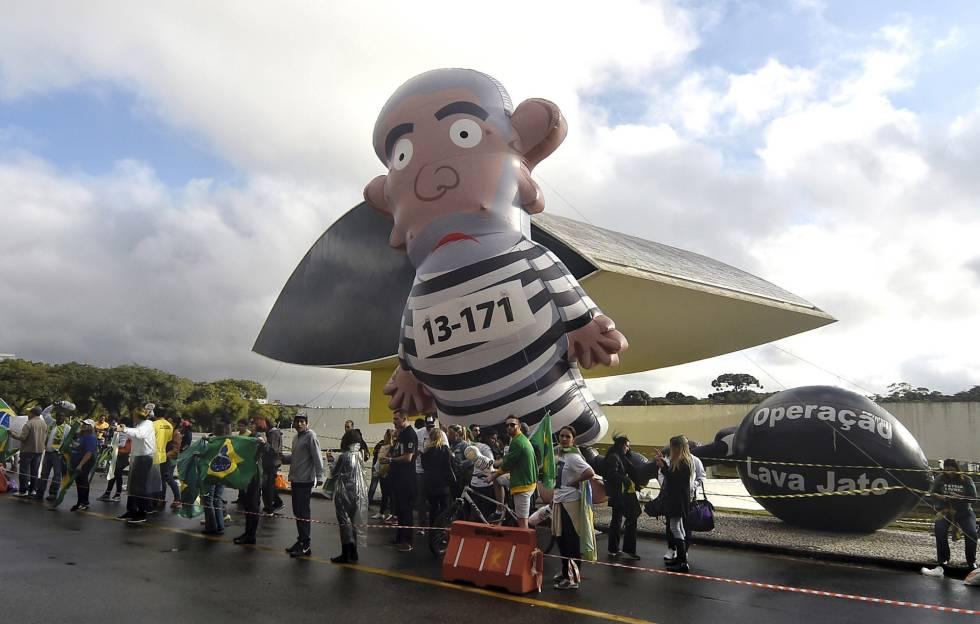 Manifestantes a favor de Moro, nesta quarta-feira.