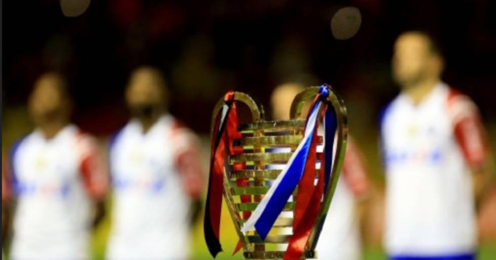 """A Lampions League tem sua própria taça """"orelhuda""""."""