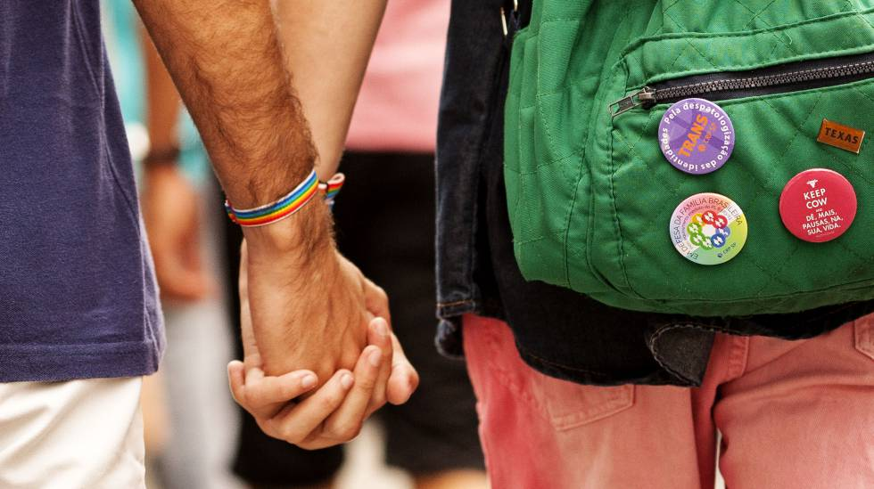 Pelo menos no Brasil as pessoas ainda se beijam, se abraçam, se tocam e fazem amor