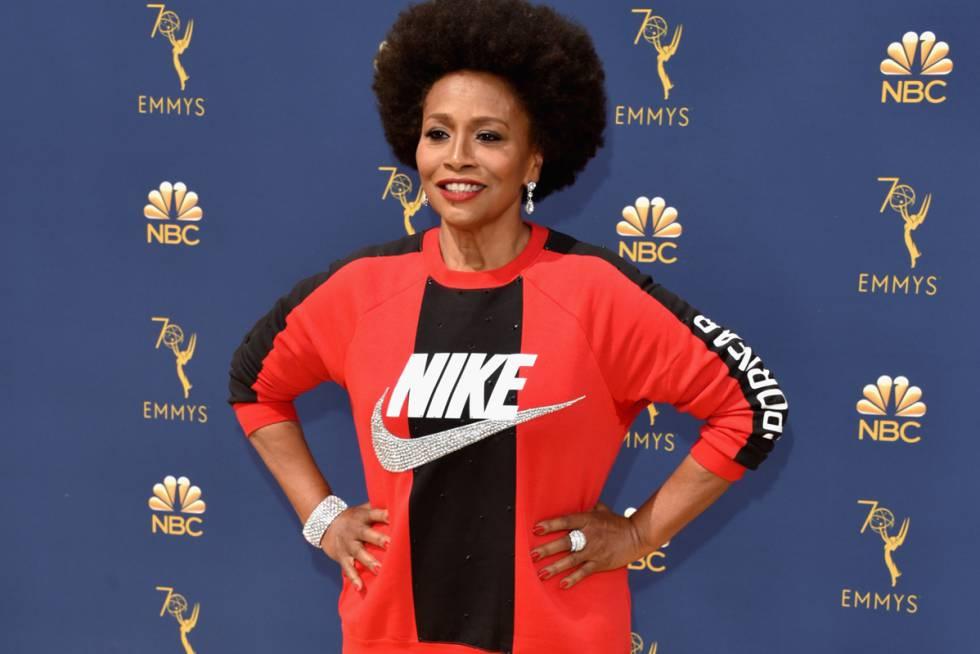 Jenifer Lewis usou roupas da Nike no Emmy para apoiar o atleta