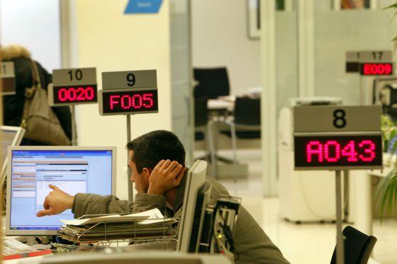 El servei d ocupaci perd el 31 de la plantilla en cinc for Oficinas soc barcelona