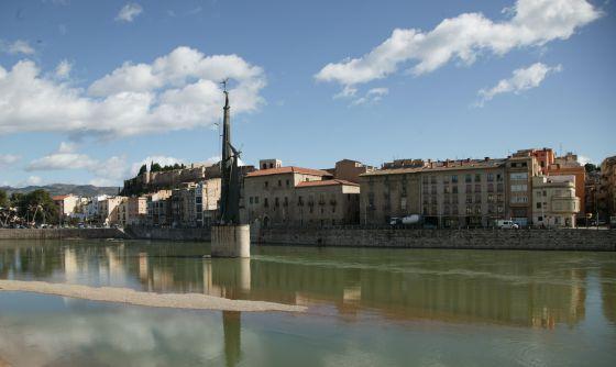 Una imagen de archivo del monolito franquista de Tortosa.