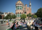 Yoga en un recinto modernista