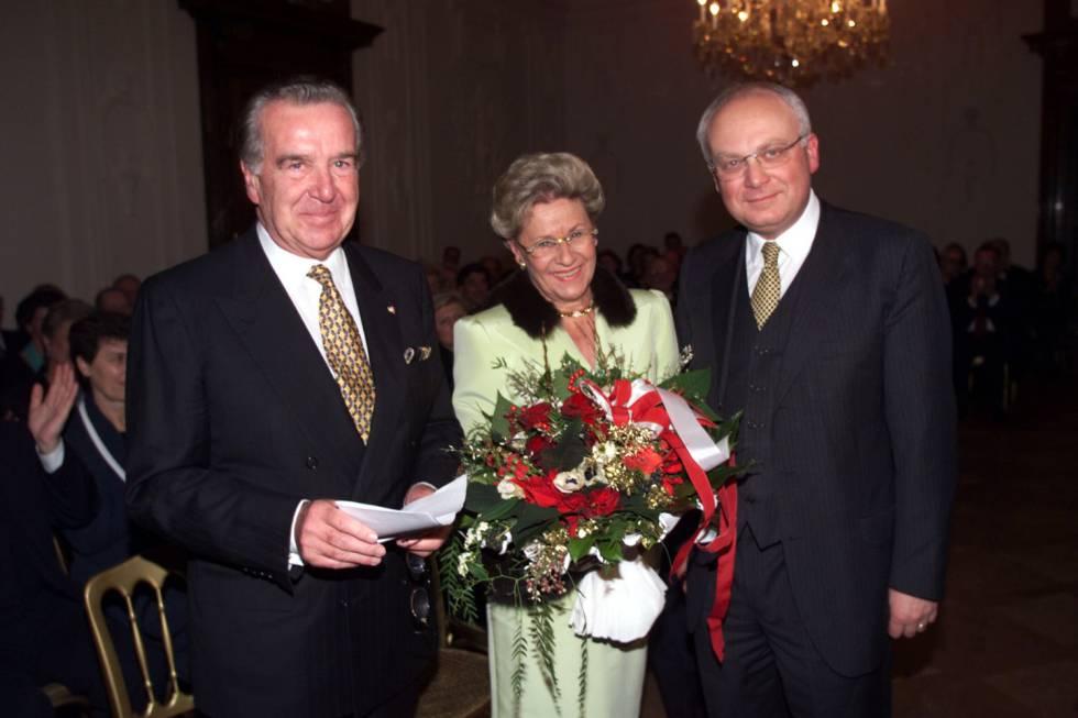 Franz Schausberger, a la derecha de la imagen.