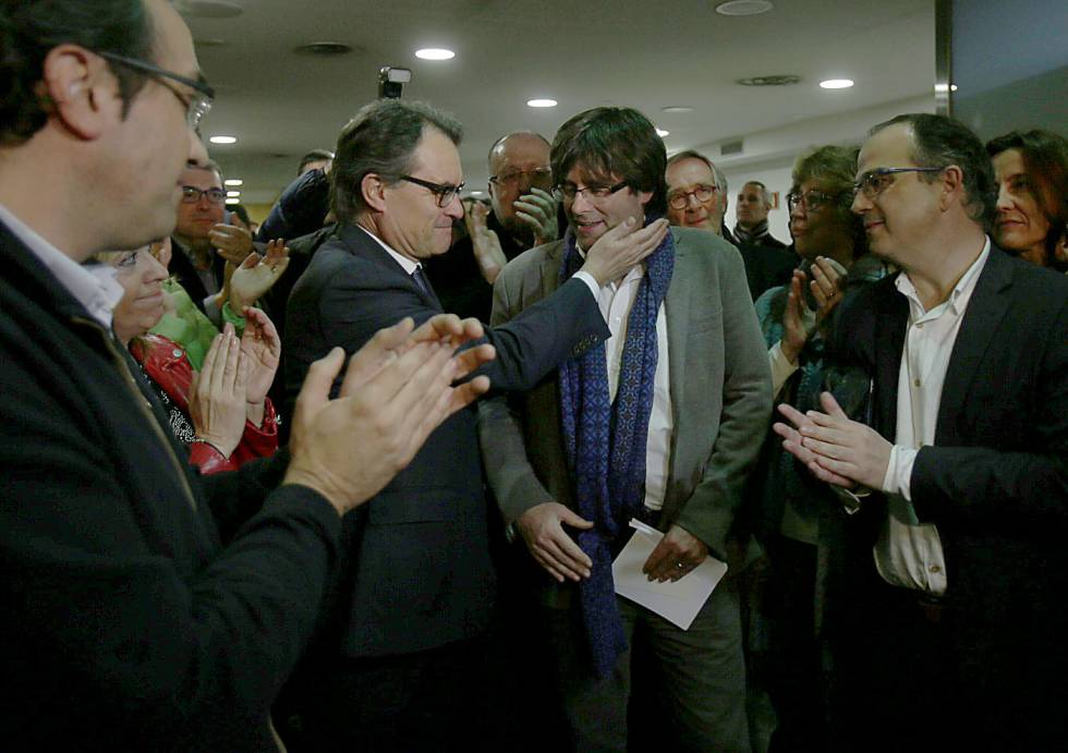 Mas felicita Puigdemont aquest dissabte a la nit.