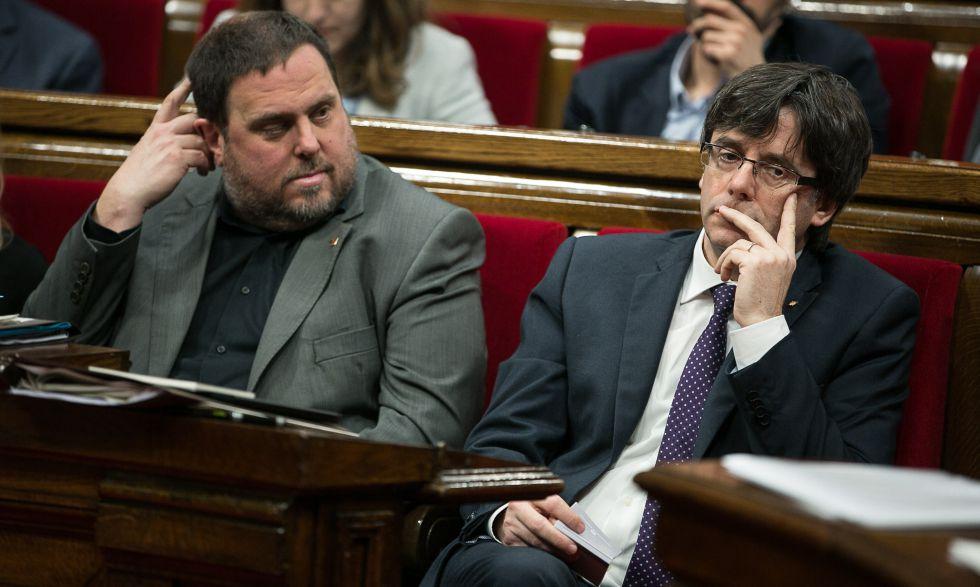 El vicepresidente de Economía , Junqueras, con Puigdemont.