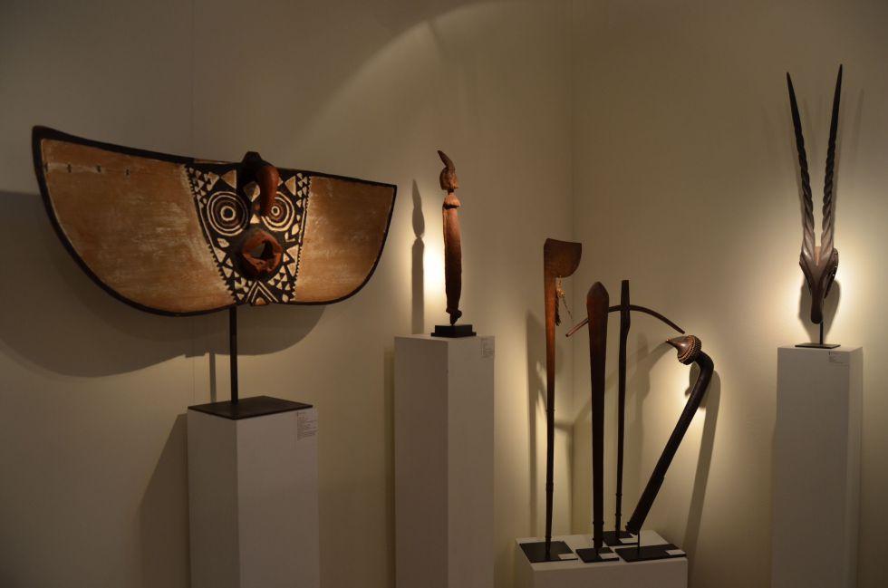 Piezas a la abanica en la galería Art Tribal - David Serra, de Sant Cugat del Vallès.