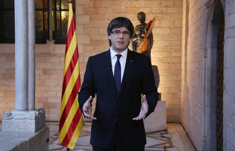 El presidente Carles Puigdemont esta mañana al Palau de la Generalitat.