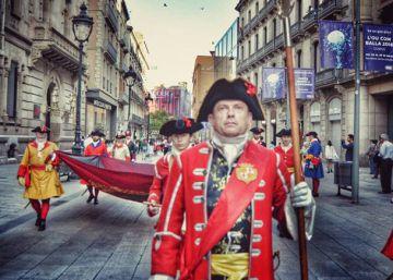 El desfile de la milicia la Coronela por la Diada divide Sant Jaume