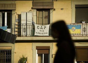 Colau amenaza con más multas a Airbnb y ordena cerrar 256 pisos turísticos ilegales