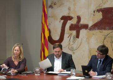 """Santamaría acepta """"encantada"""" reunirse con Junqueras en Barcelona"""