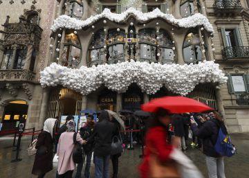 La Casa Batlló de Gaudí apareix nevada per commemorar el Nadal