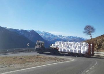 Spanish ski resort forced to transport snow by helicopter and truck
