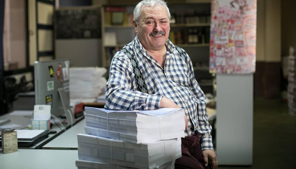 Andrés Naya, ànima de la revista 'Carrer', que edita la FAVB.