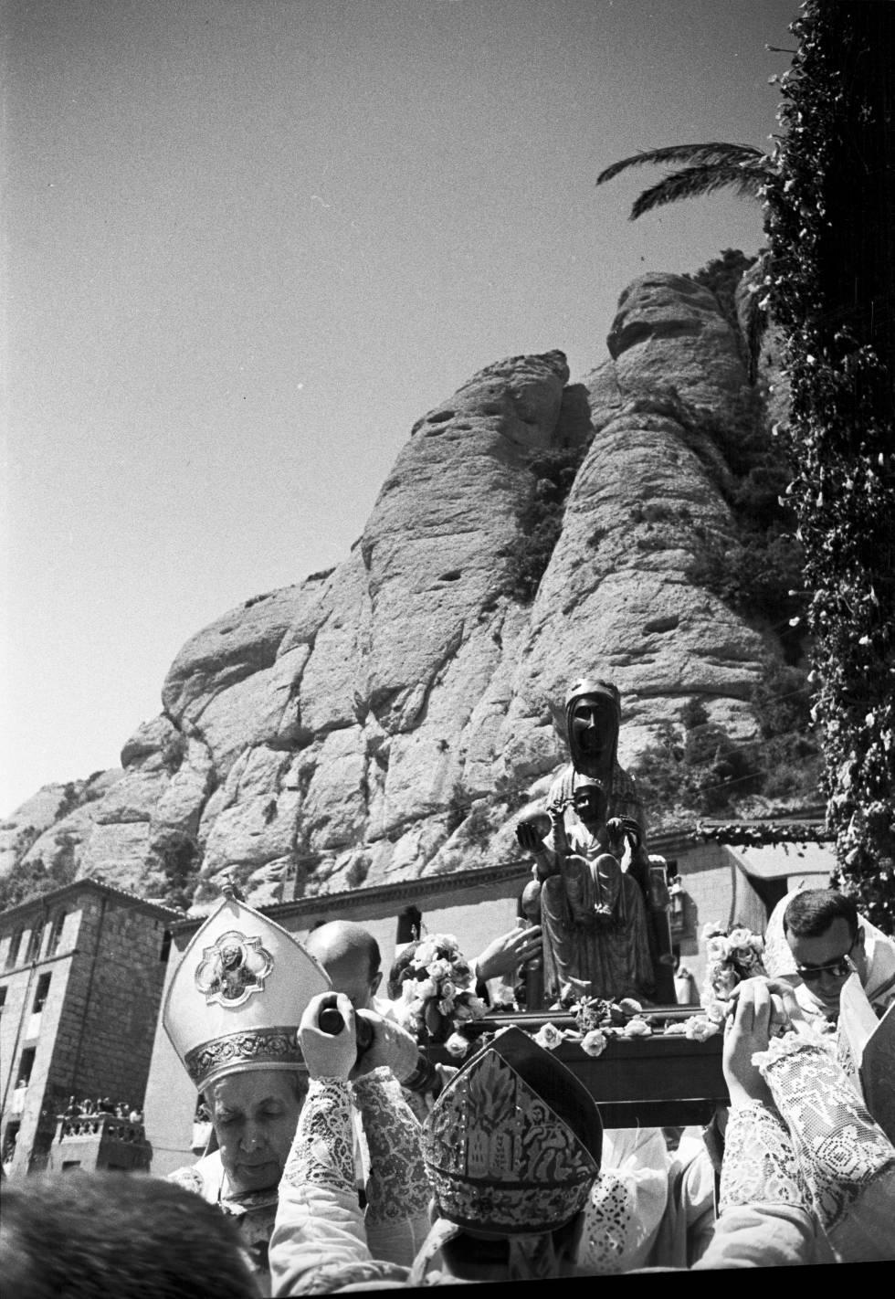 Una imatge presa per Brangulí dels actes de l'Entronització de la Mare de Déu de Montserrat.