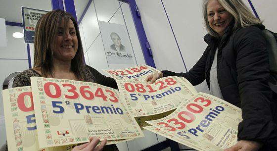Las loteras de Doña Manolita con los quintos premiados.